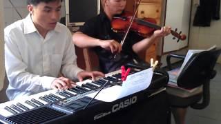 PIANO CON VAN TRONG CAY CHUA