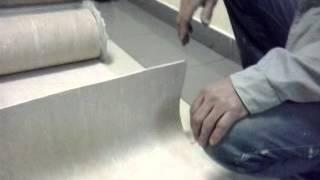 Равшан и Джамшут учат отмерять и резать линолиум