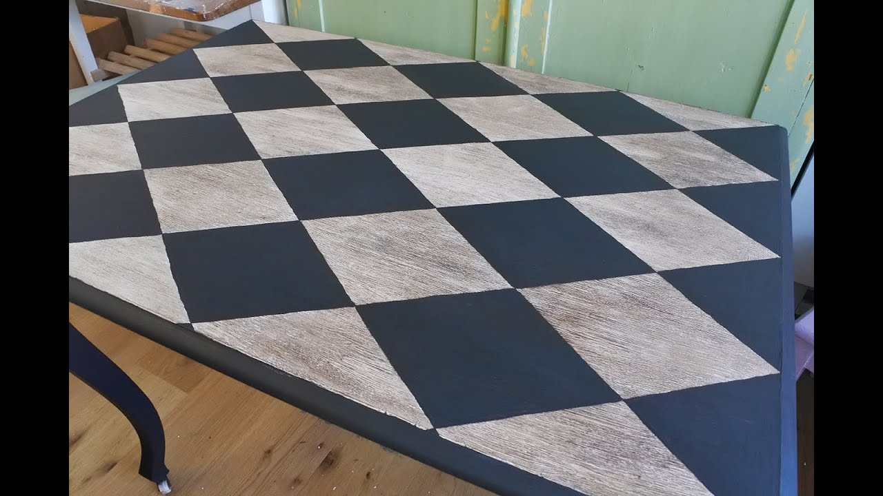 How to make a centered harlequin pattern without a stencil