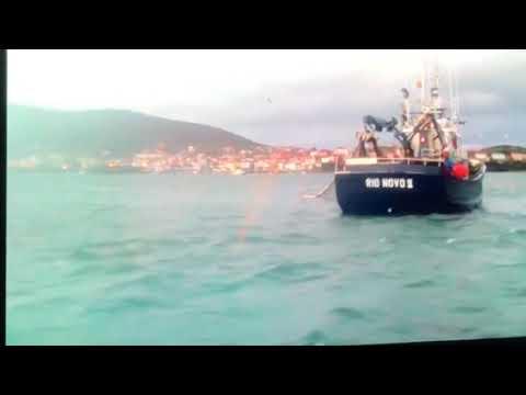 Denuncian a presencia ilegal de barcos do cerco faenando demasiado preto da costa de Fisterra