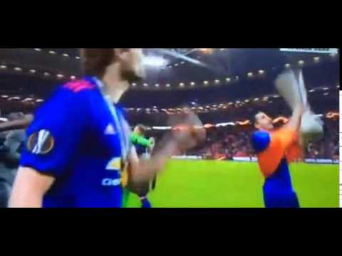 Лига Европы УЕФА 2017- ГЕНРИХ МХИТАРЯН С ФЛАГОМ АРМЕНИИ