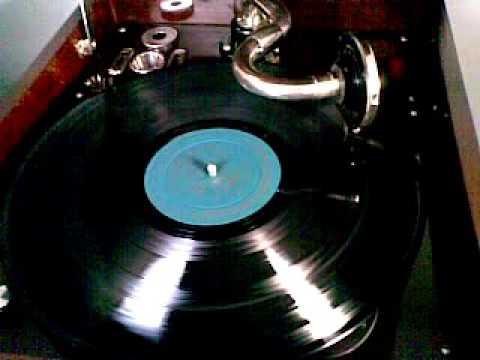 33rpm Vinyl Record played on HMV Windup Gramophone Model 109