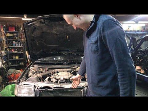 Как снять радиатор охлаждения двигателя на Ауди 100 C4 (Audi 100 С4)