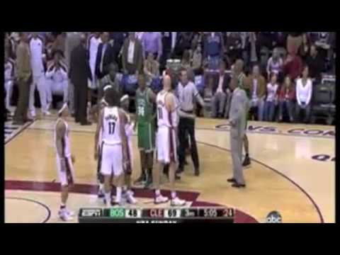 Anderson Varejao gets hit in the nuts by Ray Allen