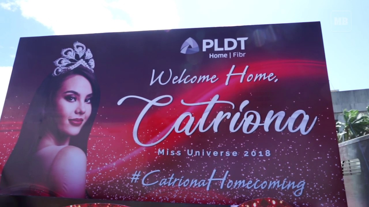 Miss Universe 2018 Catriona Gray greets the crowd during her metro wide homecoming parade