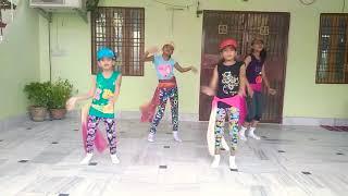 Tera buzz mujhe jeene na de..... Dance by...... Sweet little girls 😘