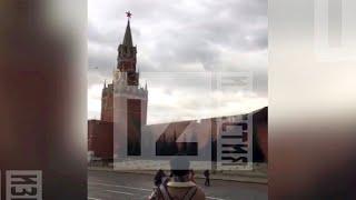 Опубликовано видео падения строительных лесов с кремлевской стены изза ураганного ветра