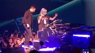 Lady Gaga & Bradley Cooper - Shallow (Live in Las Vegas)