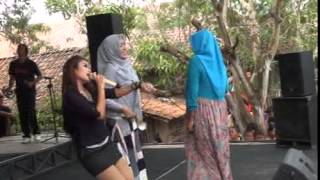 Video Sakitnya Tuh Disini Anik Arnika download MP3, 3GP, MP4, WEBM, AVI, FLV November 2018