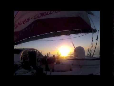 Levé de soleil sur Initiatives-Coeur pendant le Vendée Globe