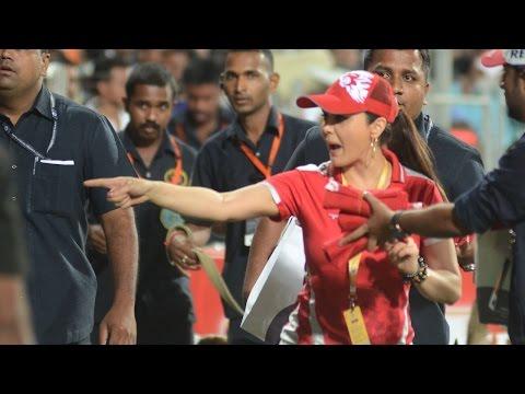 IPL 8: Watch Preity Zinta distributing t-shirts during a match thumbnail