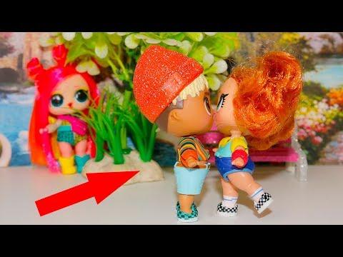 Первый поцелуй Санни и Скейти! Голди все узнала! Видео про куклы лол LOL Doll