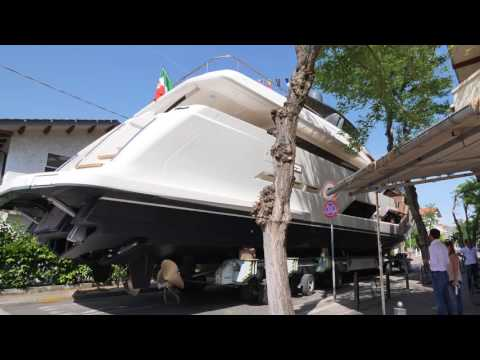 The first Ferretti Yachts 920 is launched!