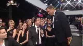 Bastian Pastewka bei der Goldenen Kamera 2013 (mit Moderator Hape Kerkeling)