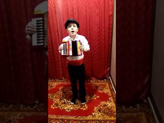 Изображение предпросмотра прочтения – БулатХуснимарданов читает произведение «Русские народные частушки» (Русский фольклор )