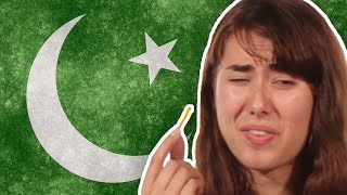 Repeat youtube video Americans Try Pakistani Snacks For The First Time