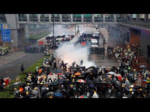 Hong Kong'da Çin karşıtı protestolarda eylemcilerle polis arasında çatışma çıktı
