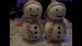 Schneemann aus Styroporkugeln und Wolle