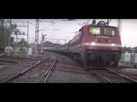 Magnificient Gitanjali Express Entering Famous Diamond Crossing Near Nagpur Jn - Indian Railways
