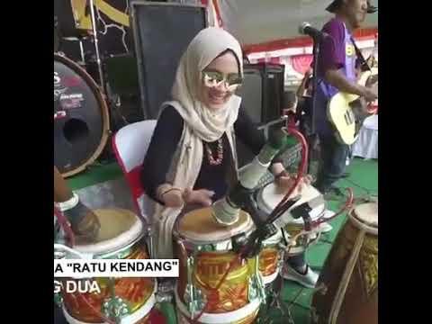 Dewi Asmoro, hijaber jago banget mainin gendang g kalah sama cak met