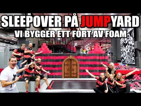 SLEEPOVER PÅ JUMPYARD *VI BYGGER ETT FORT AV FOAM*