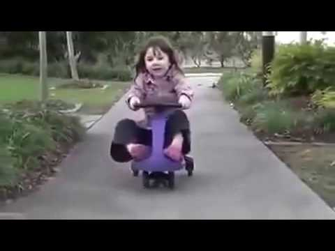 Ребенок отжигает на