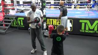 Video Roger Mayweather gives boxing tips to little kid visiting Mayweather Boxing Club download MP3, MP4, WEBM, AVI, FLV Mei 2018