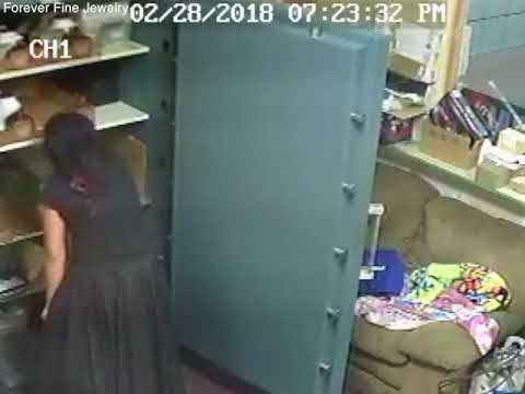 Cameras catch thieves reportedly stealing $200K in jewelry