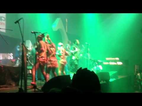 2KINGS CONCERT :FEMI KUTI AND THE POSITIVE FORCE SINGING TRUTH DON DIE