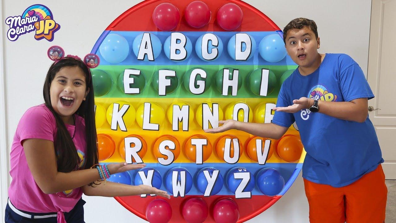 Download Maria Clara e JP ensinam o alfabeto com Pop it e Fidget toys