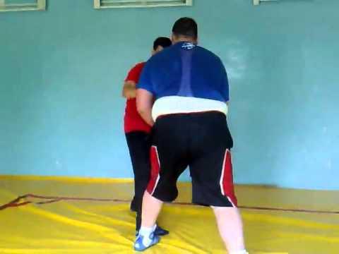 Андрюха  рост 2,10 см, вес 160 кг Диман рост 1,83 см, вес 85 кг  И смех и грех!