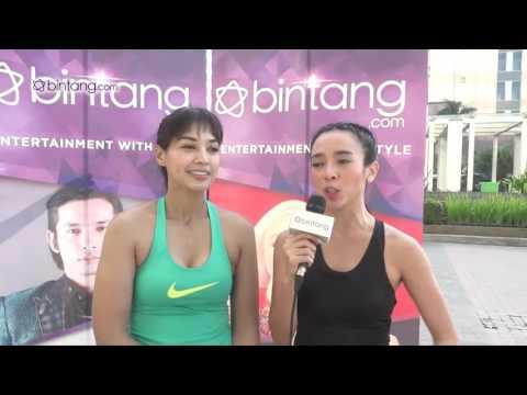 Keseruan Dea Ananda Yoga Bareng Bintang com