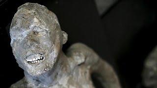 """Weltweit bekannt sind die plastischen gipsabdrücke der menschen und tiere von pompeji, beim ausbruch des vesuvs im jahr 79 ums leben kamen. """"sie dem..."""