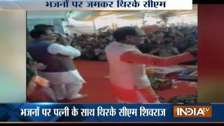 MP CM Shivraj Singh Chouhan Dances on Bhajan Songs, Video Goes Viral