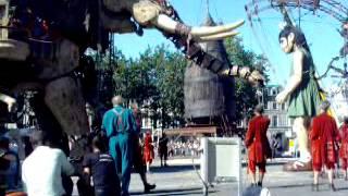 royal de luxe éléphant et petite géante amiens 2005