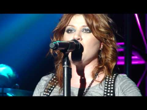 kelly-clarkson-live-in-cologne---that-i-would-be-good/use-somebody