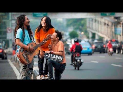 Musisi Jalanan Nyanyiin lagu PERSIJA  (Demi Lambang Monas Didada)