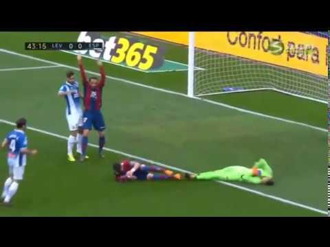 Diego Lopez head injury HD Levante vs Espanyol