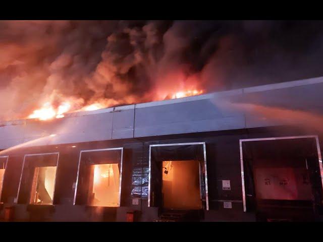 Bomberos controlaron el devastador incendio en la fábrica Bimbo