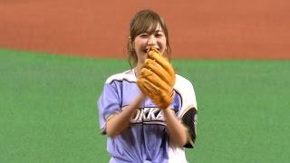 始球式に元AKB48でタレントの大島麻衣さんが登場した。 (7月11日 日本...