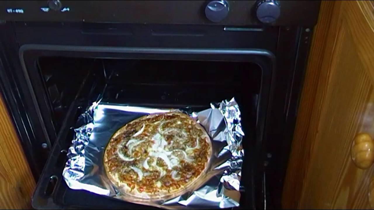 Se puede meter papel albal en el horno