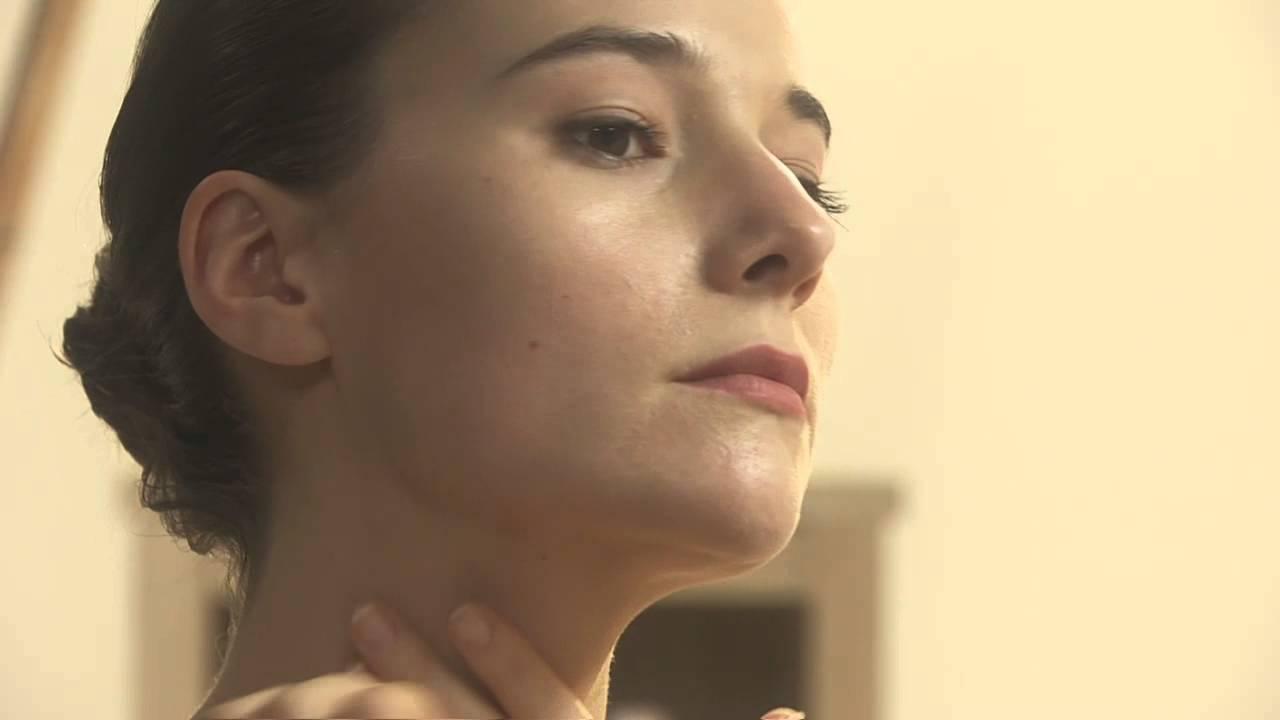 Avene雅漾自然矿物防晒系列使用方式影片- YouTube保羅沃克老婆