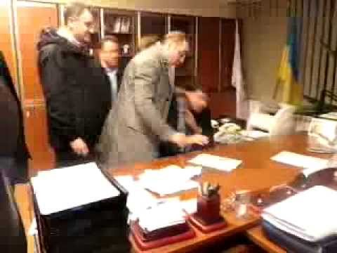 Member of the Ukrainian Parliament beat a chapter of the national TV company