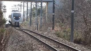 南羽咋駅付近683系通過