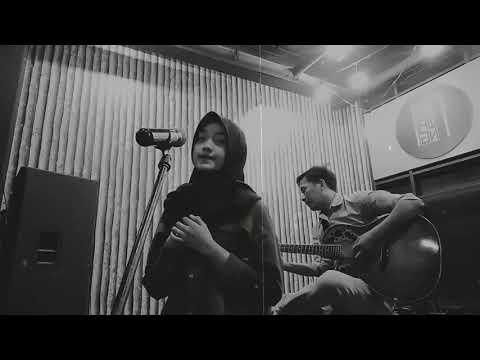 ST12 - Aku Masih Sayang Acoustik Version  ( Shafira Cover ) .