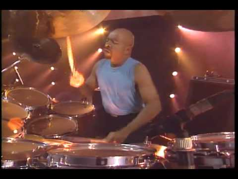 GENESIS -INVISIBLE TOUCH- The way we walk live 1992