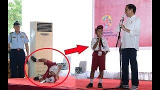 Anak SD Silat Jurus 'Harimau Membuka Jalan' dan 'Ikan Terbang' membuat Jokowi Tertawa Ngakak