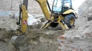Retroexcavadora en trabajos de excavacion thumbnail