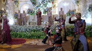 Download lagu viral pengantin wanita ikut menari bersama purwalingga kancana