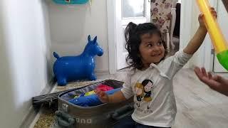 Ayşe Ebrar Tatil İçin Valizini Hazırladı. Valizini Oyuncaklarla Doldurdu. Eğlenceli Çocuk Videosu.